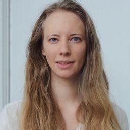 Alexa Bakker